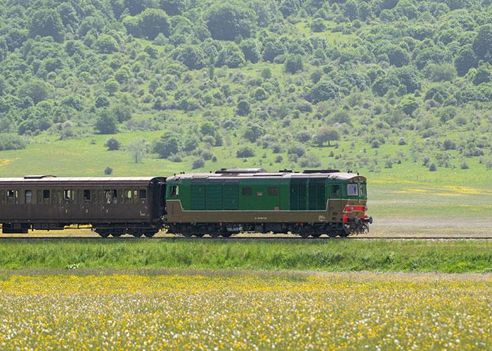 in viaggio sulla Ferrovia dei Parchi